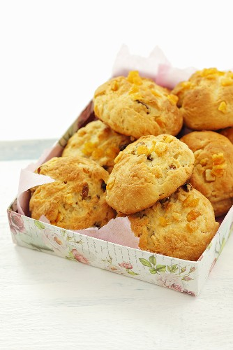 Yeast cakes made with orange peel and raisins