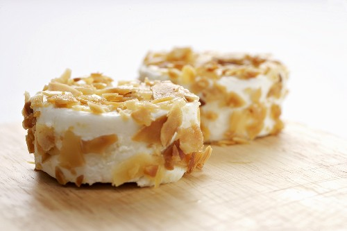 Goat's cheese with almond crust