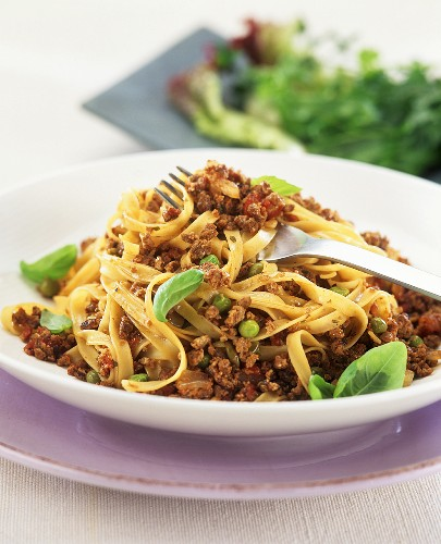 Quorn bolognese with tagliatelle, peas and basil