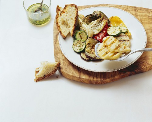 Grigliata all'abruzzese (Scamorza and grilled vegetables)