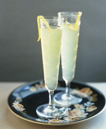 Two limoncello cocktails