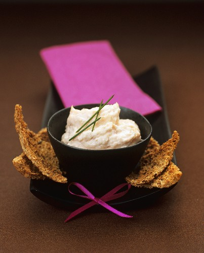 Salmon and horseradish cream with Melba toast