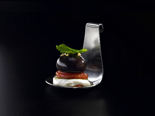 Tomato, mozzarella and balsamic vinegar (molecular gastronomy)