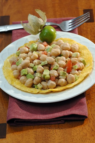 Chick-peas with avocado, tomatoes & coriander on corn tortilla