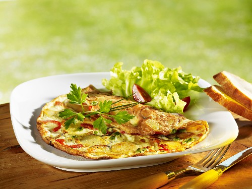 Peasant's omelette with lettuce