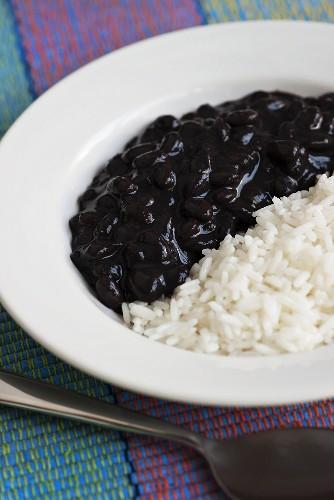 Arroz e feijao (Rice with black beans, Brazil)