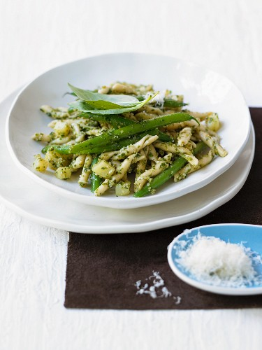 Trofie alla genovese (Pasta with pesto and green beans)