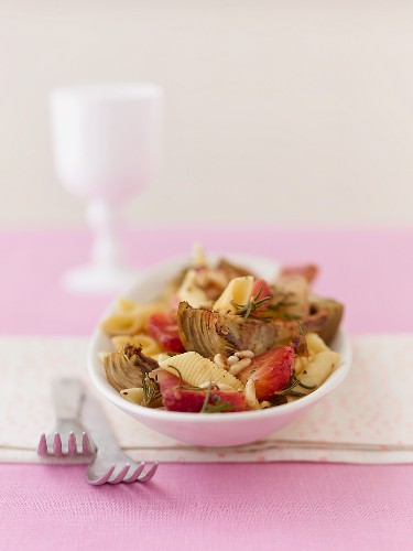 Pasta with fried artichokes, strawberries and pine nuts