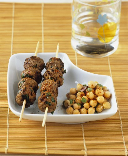 Meatballs on skewers and chick-peas