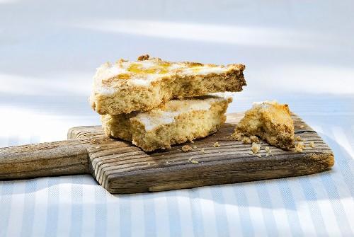 Pane all'olio d'oliva (Crispy olive oil cake, Italy)