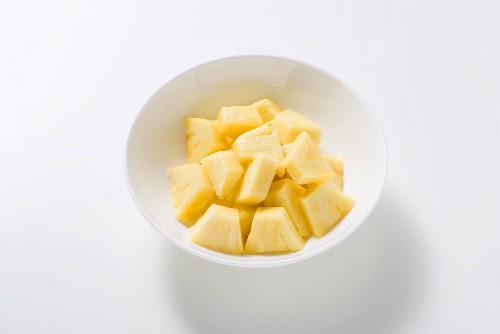 Ananas, in Würfel geschnitten