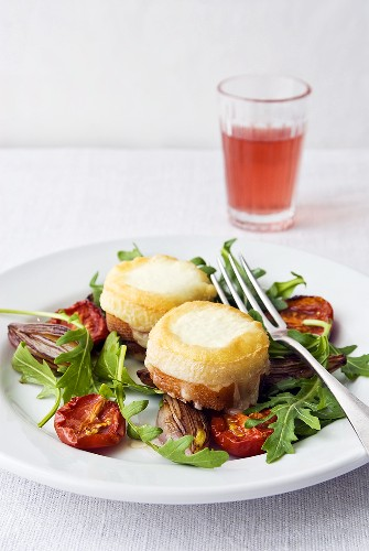 Rocket salad with roasted goats' cheese