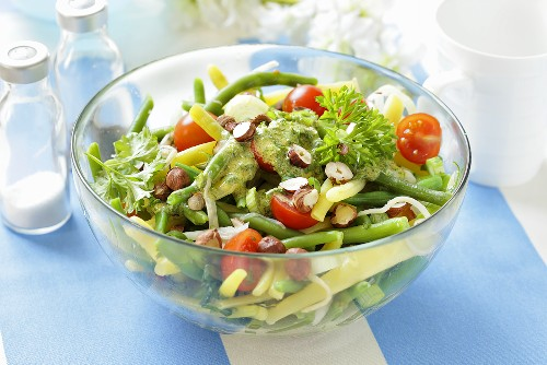 Bean salad with tomatoes and hazelnuts