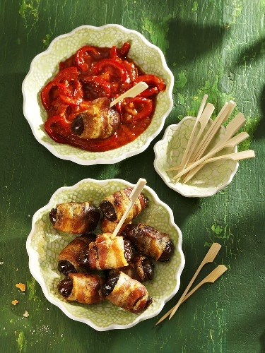 Bacon-wrapped dates with spicy sauce (Spain)