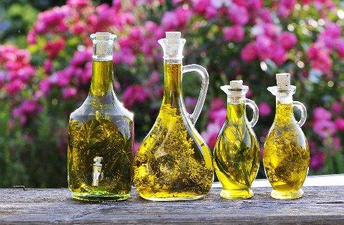 Herb oils with tarragon and thyme