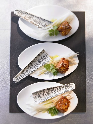 Salmon appetisers marinated with orange and soy sauce