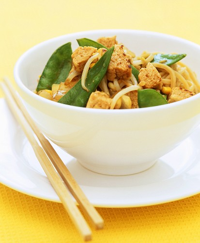 Quorn and mangetout stir-fry with noodles