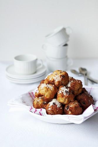 Deep-fried quark balls with raisins and sugar