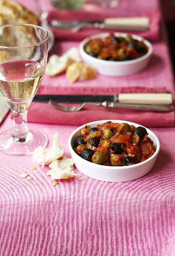 Olives in tomato sauce