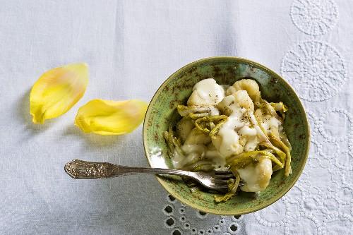 Gnocchi di patate al tarassaco (gnocchi with dandelions)