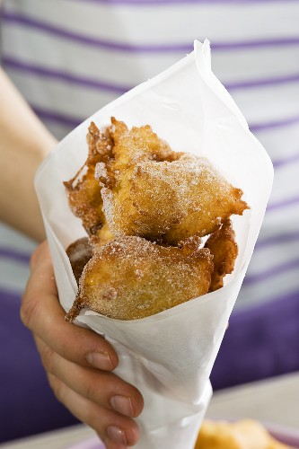 Frittelle veneziane (yeast doughnuts, Italy)