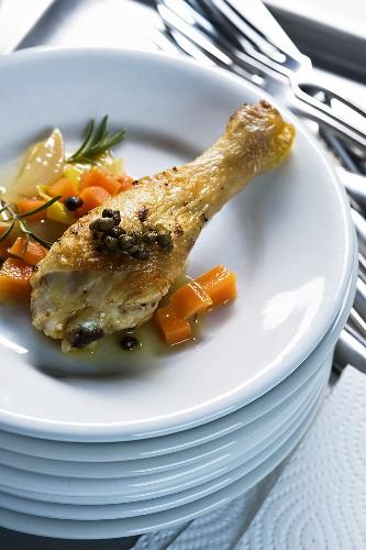 Stufato di pollo ai capperi croccanti (Geschmorte Poularde)