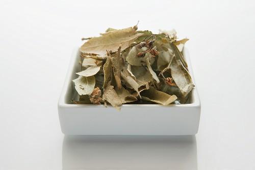 Lindenblüten und -blätter (Tiliae flos), getrocknet
