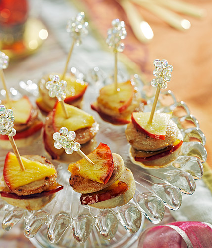 White sausage and apple appetizers