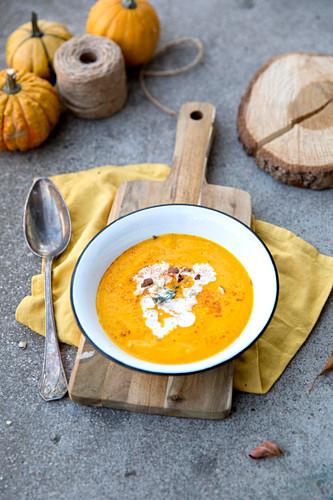 Butternusskürbis-Karotten-Suppe mit Kokosmilch