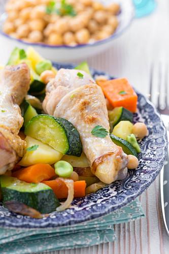 Hähnchenkeulen-Gemüse-Tajine