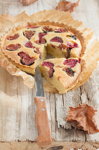 Sliced fig and almond pie