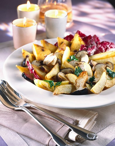 Pan-fried potatoes and ceps
