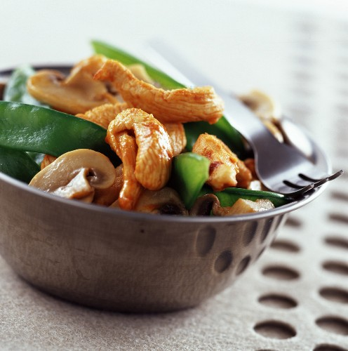 Sautéed chicken and vegetables with paprika