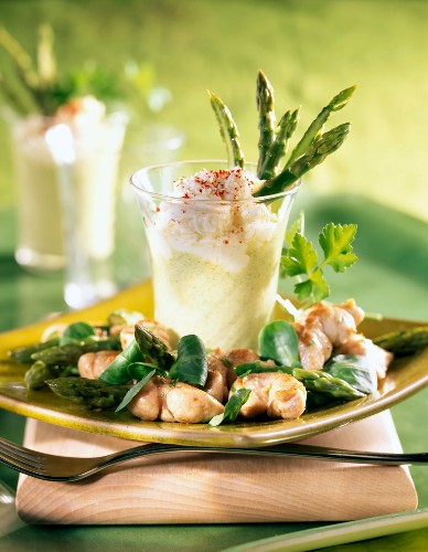 Pan-fried sweetbreads with green asparagus