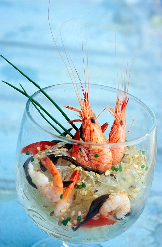 Pink prawn, vermicelli and black mushroom salad