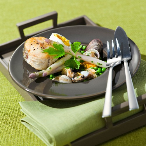 Merlu Koskera (sea hake with mussels and asparagus, Basque Country)