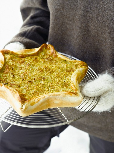 Vegan cabbage tart with curry and poppy seeds
