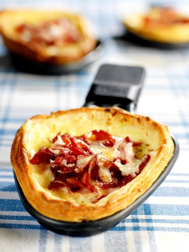 Raclette cheese and grisons meat tart