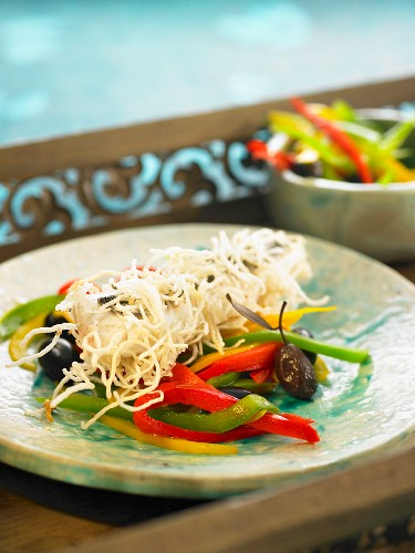 Crisp sea bream with rice vermicellis and peppers