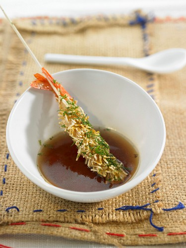 Shrimp and rice vermicelli brochette, onion broth