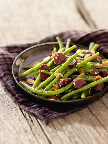 Green bean, gizzard and thinly sliced almond salad