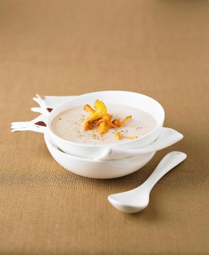 Cremesuppe mit Lingot-Bohnen und Pfifferlingen
