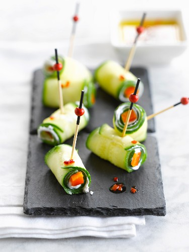 Zucchini and goat's cheese rolled bites