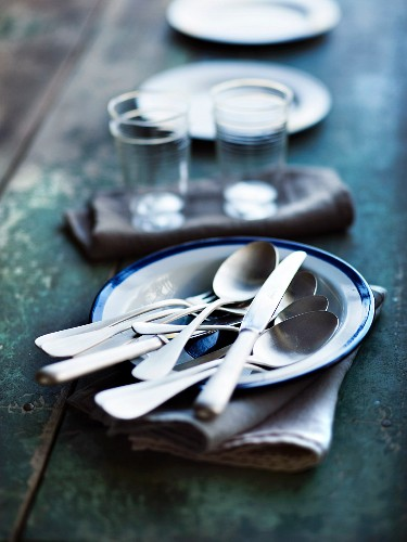 Plates and cutlery on a table