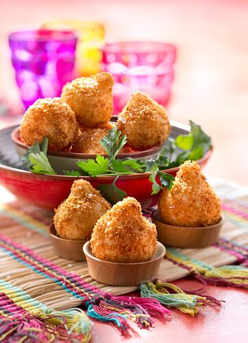 Coxinhas de galinha,small chicken fritters