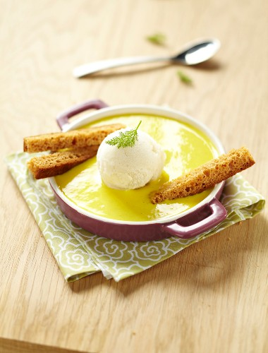 Curry-flavored cream of fennel and potato soup, fennel ice cream and gingerbread fingers