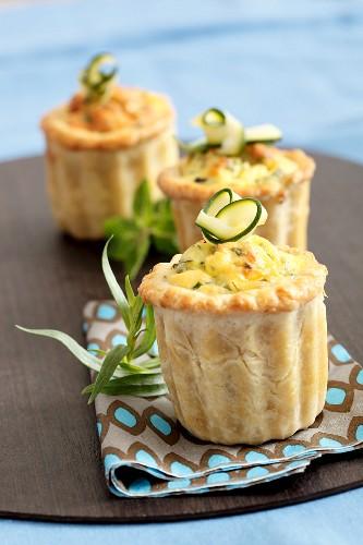 Zucchini-tarragon mini flaky pastry quiches