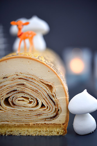 Crêpe Christmas log cake