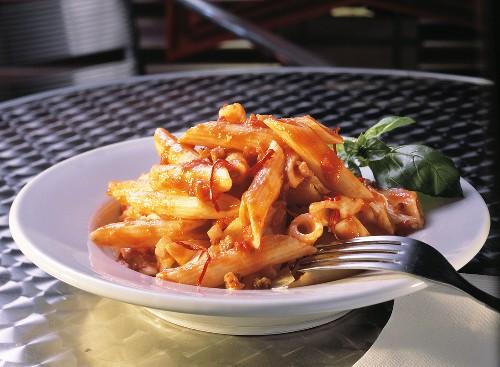 Rigatoni with Hot Tomato Sauce