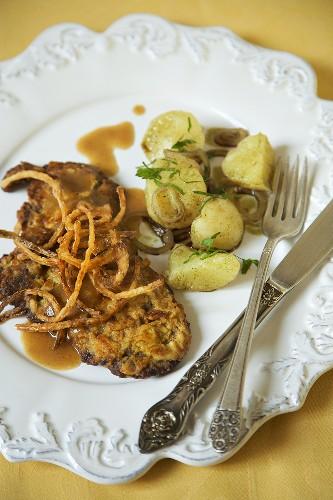 Zwiebelrostbraten en Kartoffelsalat; Austrian Style Steak with Potato Salad